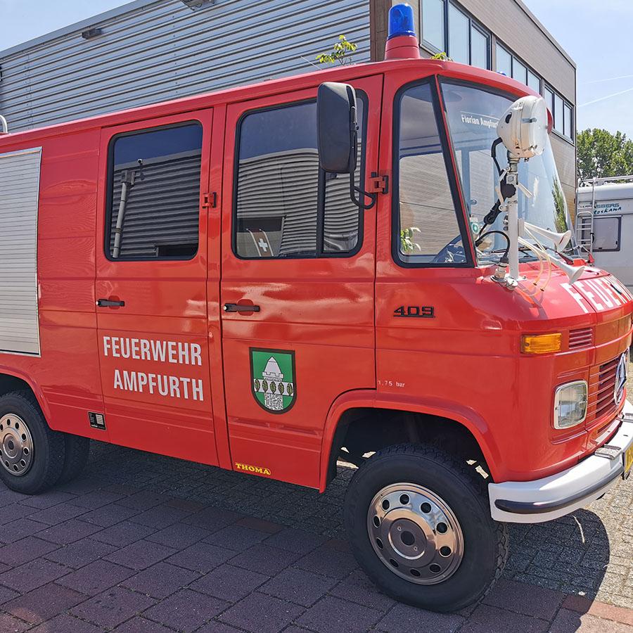 ge-detailde en gepoetste brandweerauto